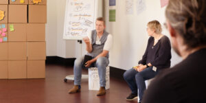 Trainer Christian Berndt im Austausch
